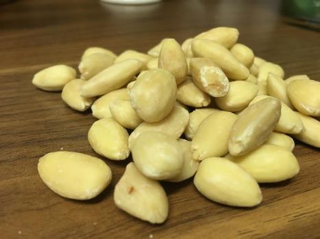 almonds-1109734_1920