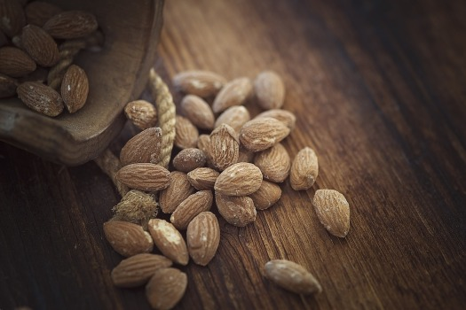 almonds-1266908_1280