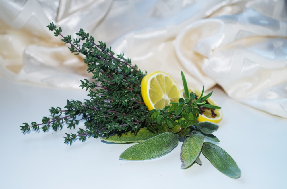 herbs-1061631_1920.jpg